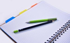 Foto de quadern i llapis